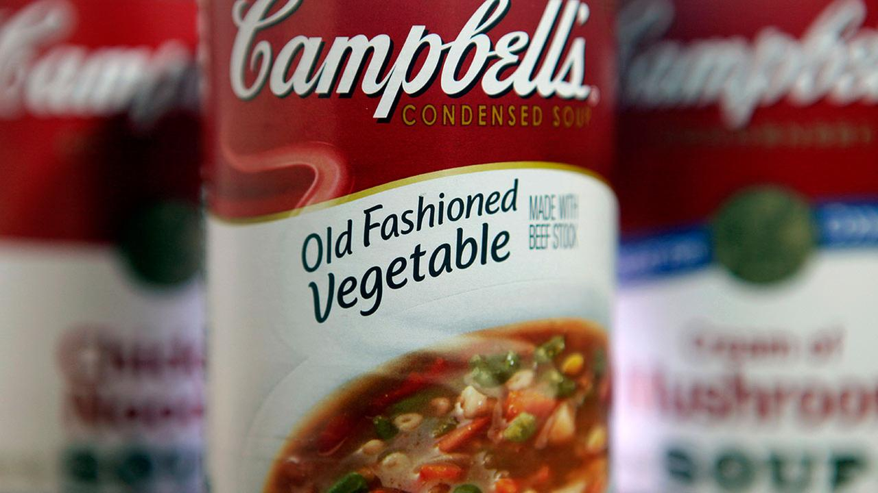 This photo shows a can of Campbells Old Fashioned Vegetable soup