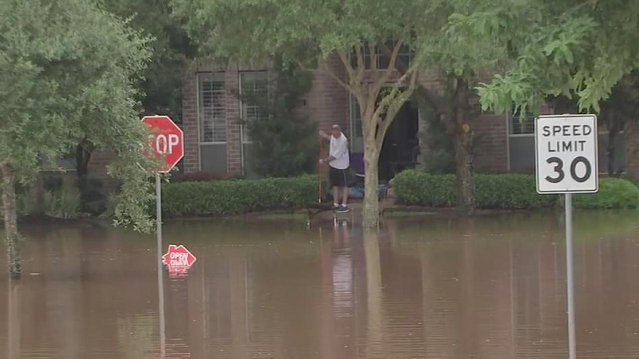 Fort Bend County residents decide to stay during flood
