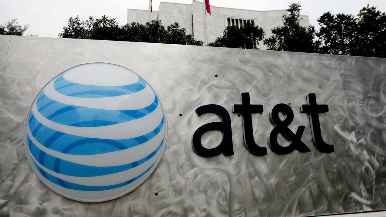 AT&T, Cricket customers report widespread wireless outages