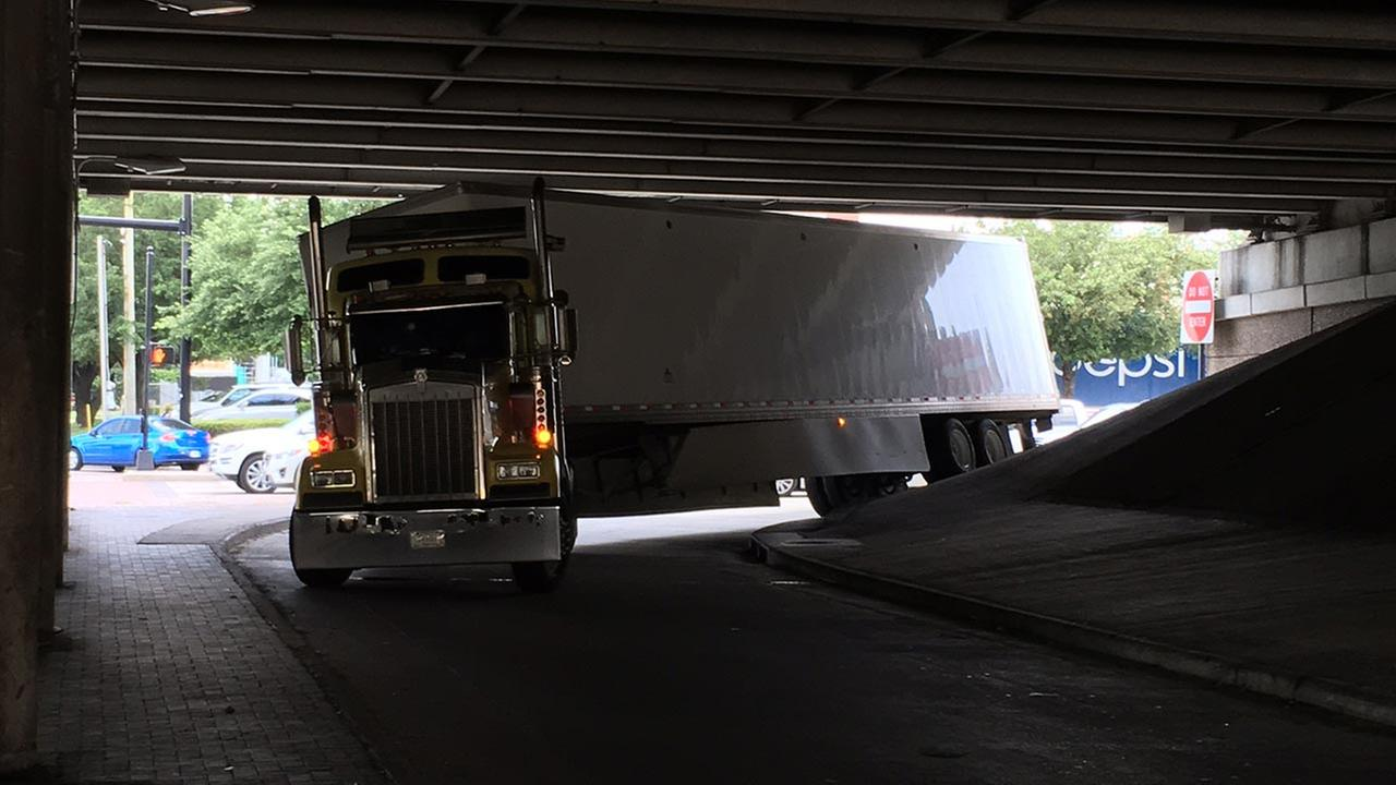 Big rig stuck in SW Freeway turnaround at Kirby
