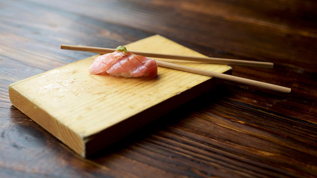 Sushi eating etiquette (the do's and don'ts)