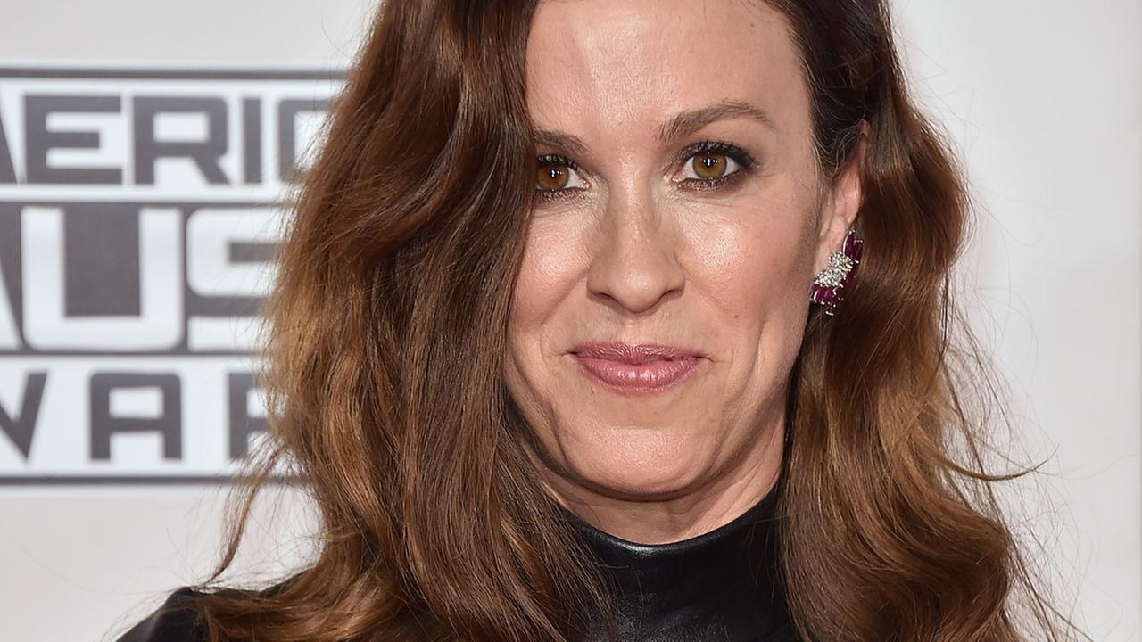Pregnant Alanis Morissette posts nude underwater photo