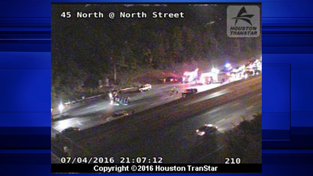 Five-vehicle accident shuts down all southbound lanes of I-45 at North Street