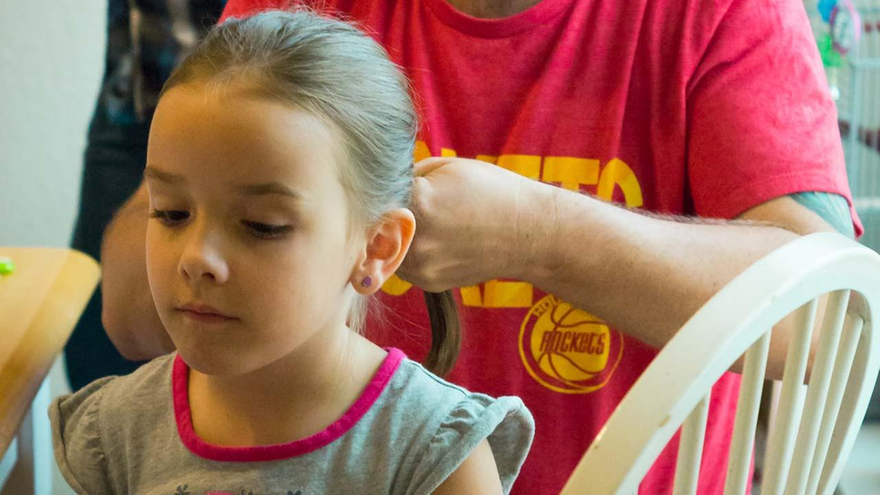 When it comes to little girls hair, most moms have nothing on this dad