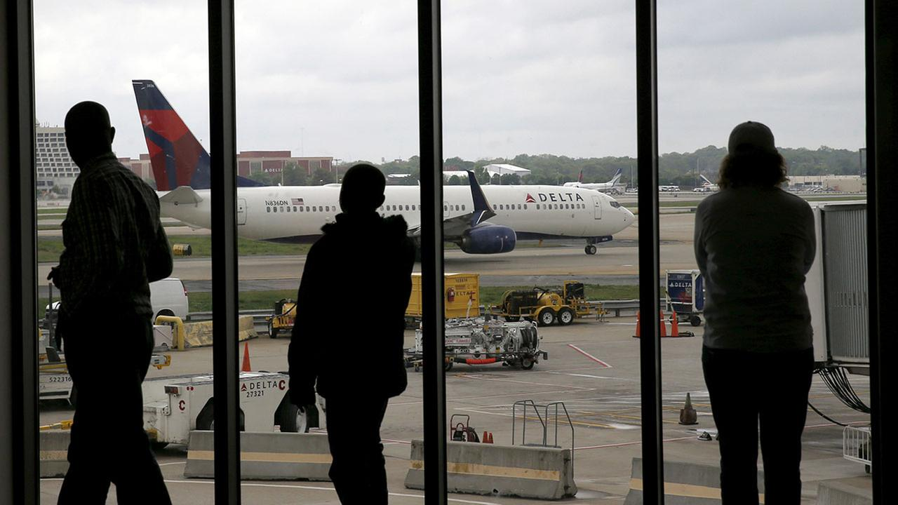 Delta Air Lines issues snarl travel for second day