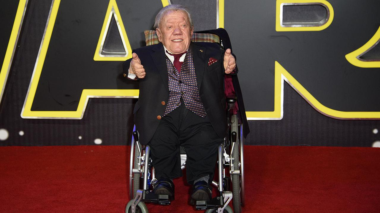 Kenny Baker, actor behind R2-D2, dies at 81