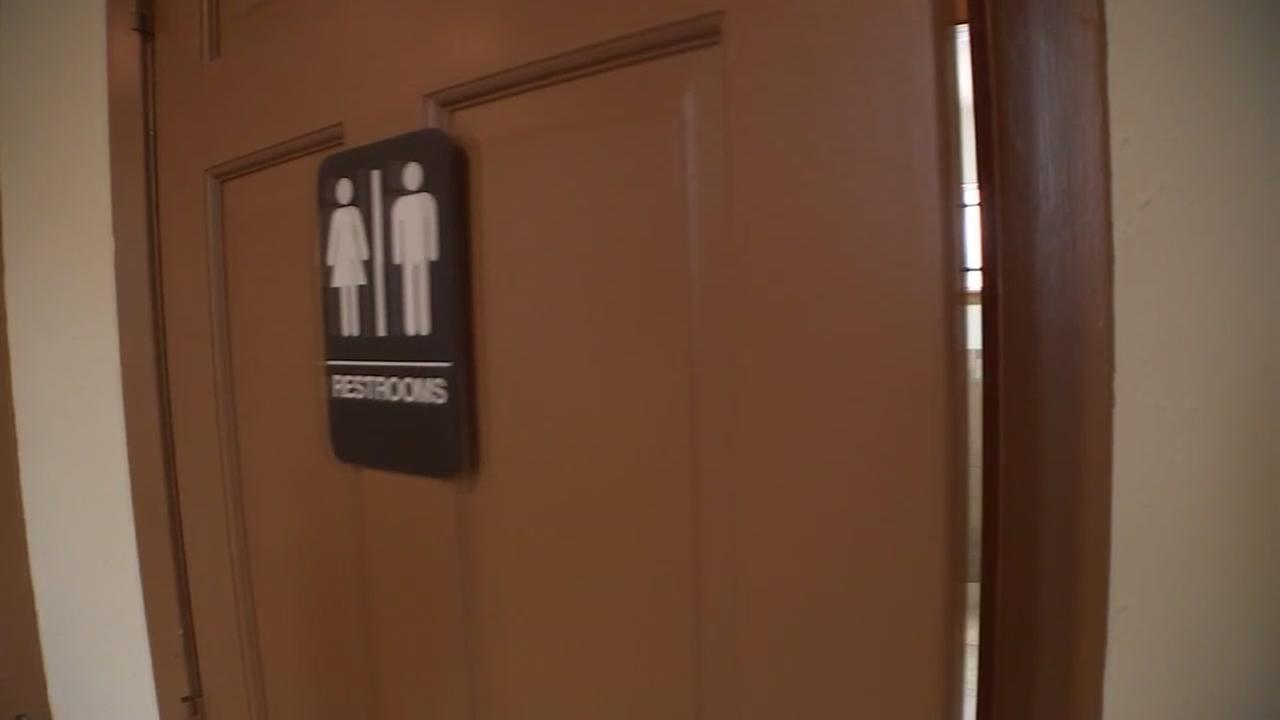 Texas judge temporarily blocks Obamas directive on transgender rules in school bathrooms
