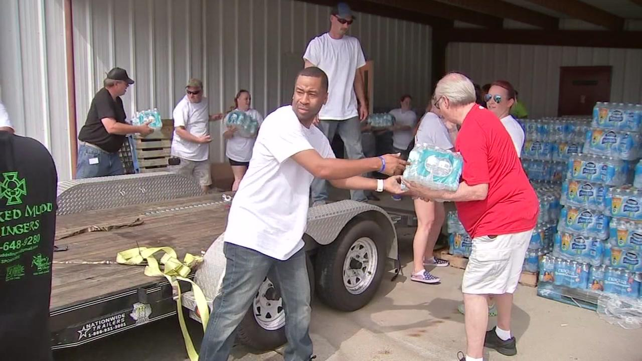 Houston volunteers pitch in to help Baton Rouge flood victims