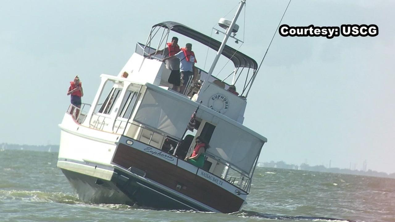 8 rescued from yacht taking on water in San Leon
