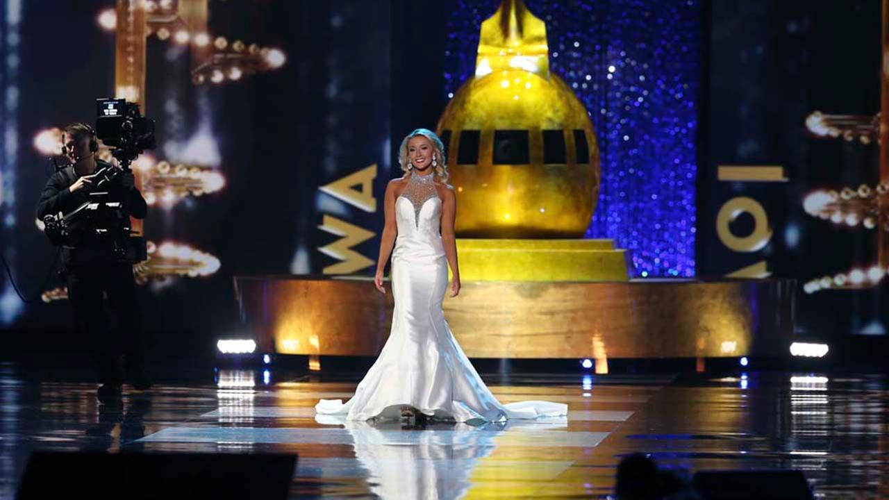 Miss Iowa Kelly Koch, competes during the Miss America 2017 pageant, Sunday, Sept. 11, 2016, in Atlantic City, N.J. (AP Photo/Mel Evans)AP