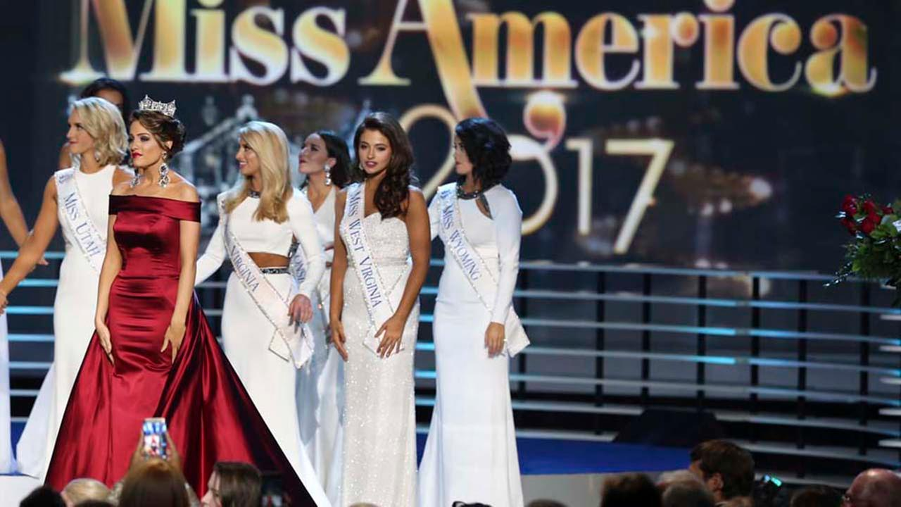 The outgoing Miss America, Betty Cantrell, second left, stands with contestants during the Miss America 2017 pageant, Sunday, Sept. 11, 2016, in Atlantic City, N.J.AP