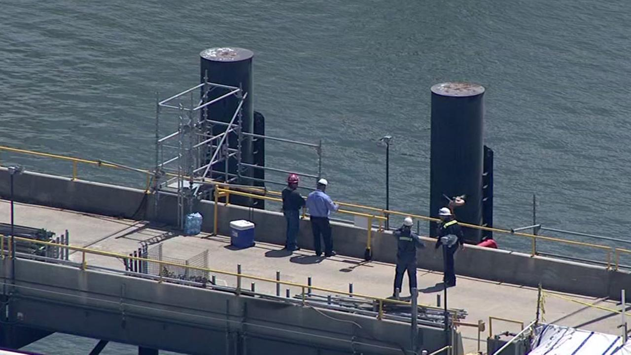 Rescue crews recover body of worker who fell into Galveston Bay
