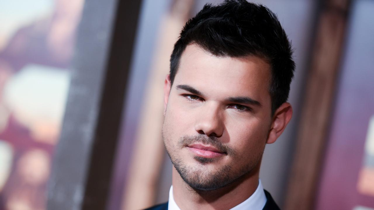 From Twilight heartthrob to sexy doctor on Scream Queens, were pretty excited to see Taylor Lautner on TV this fall.