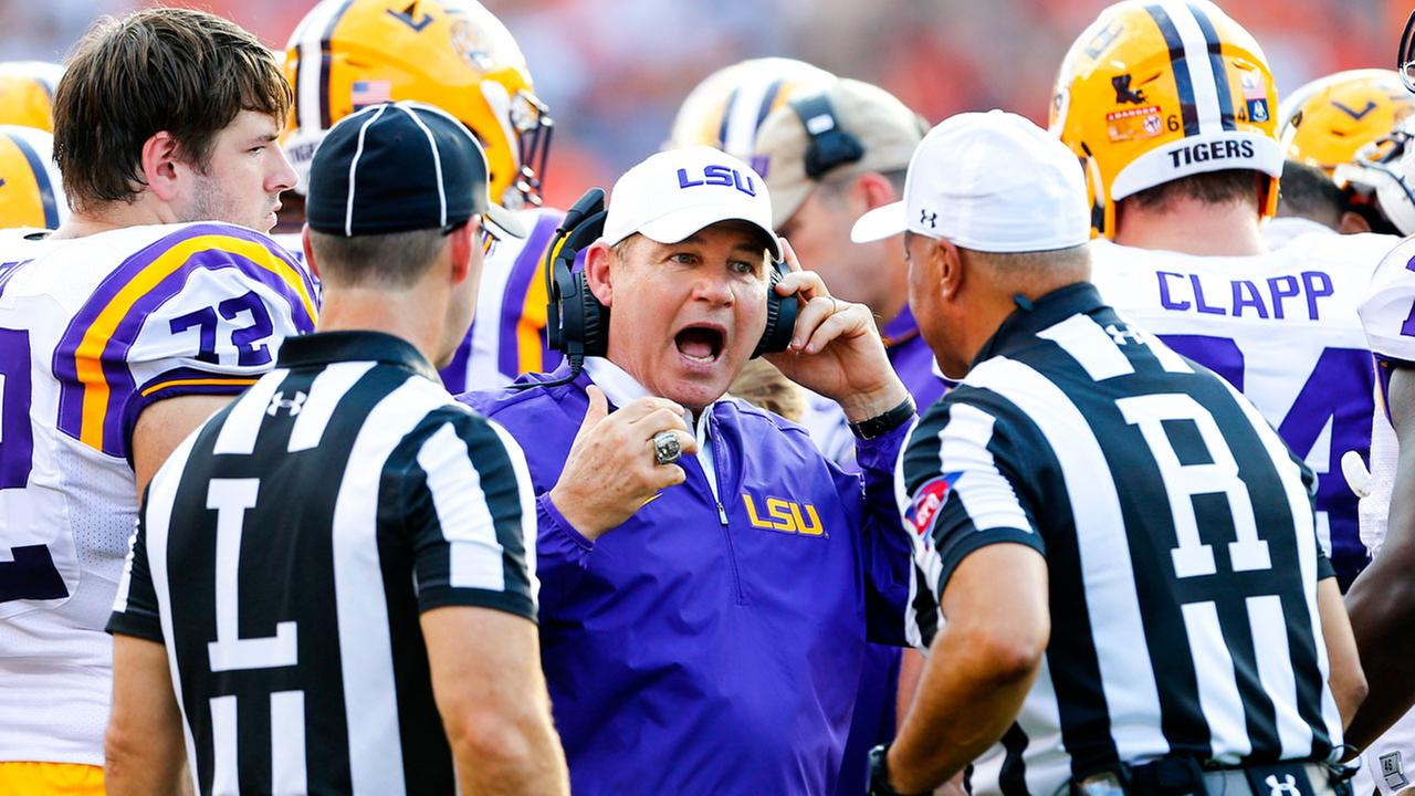 LSU head coach Les Miles reacts to a call during the first half of an NCAA college football game against Auburn, Saturday, Sept. 24, 2016, in Auburn, Ala.