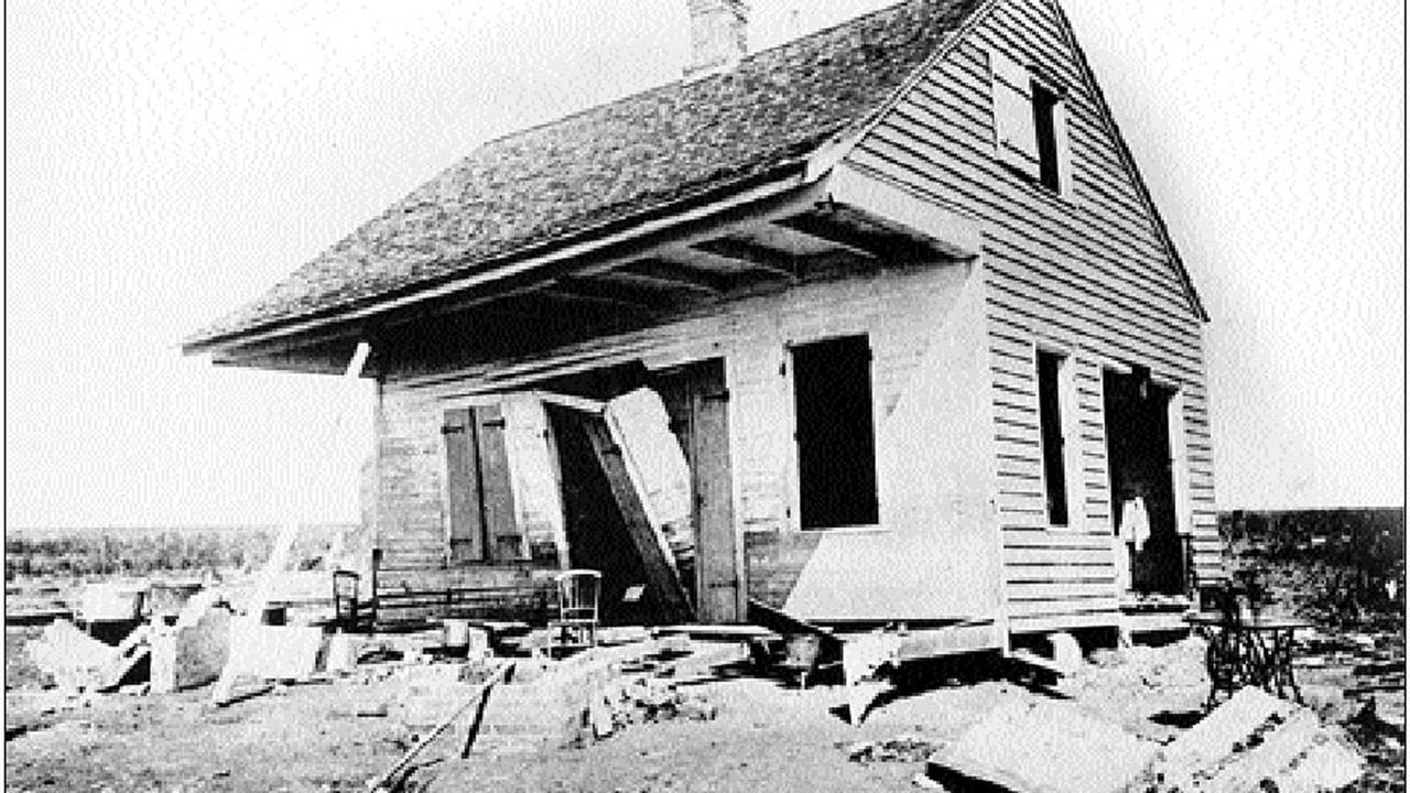 Between 1,100 and 1,400 people died in the Cheniere Caminada Hurricane when it made landfall in Louisiana.