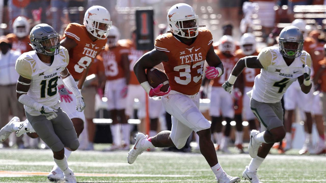 Texas running back DOnta Foreman (33) runs for a 37- yard touchdown against Baylor during the first half.