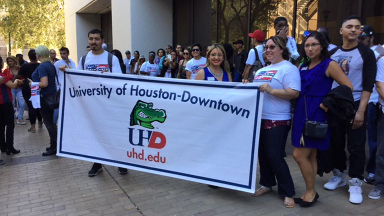 Hundreds of students participate in Walk 2 Vote event