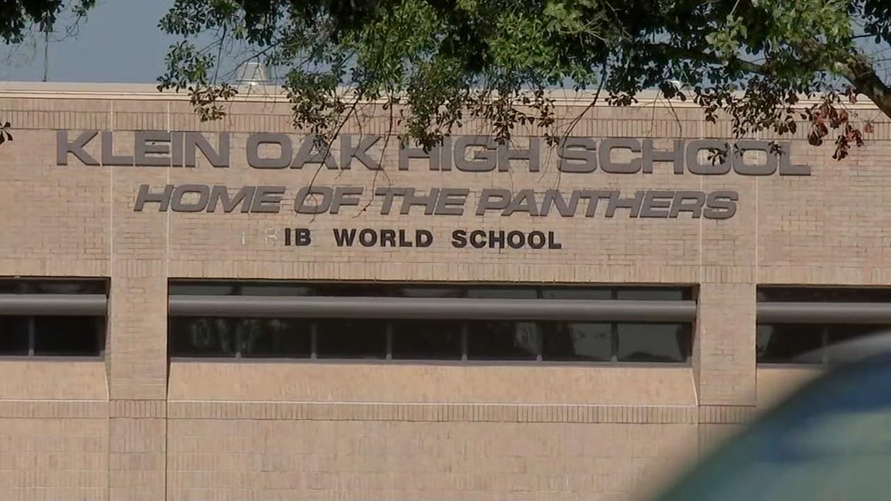 A controversial viral photo is becoming the talk of Klein Oak High School.
