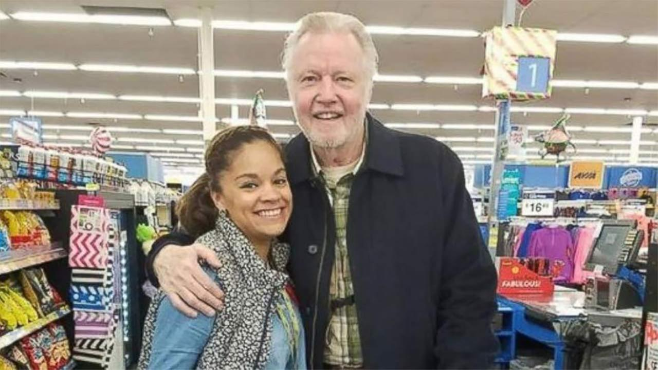 Jon Voight Buys Thanksgiving Turkeys for Stranger in Line at Grocery Store