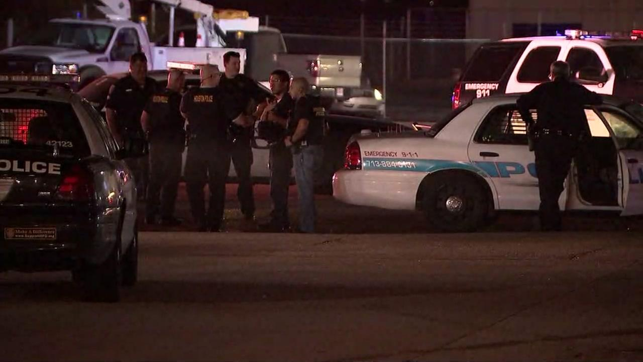Houston police and SWAT team respond to a Wendys after reports of shots fired.