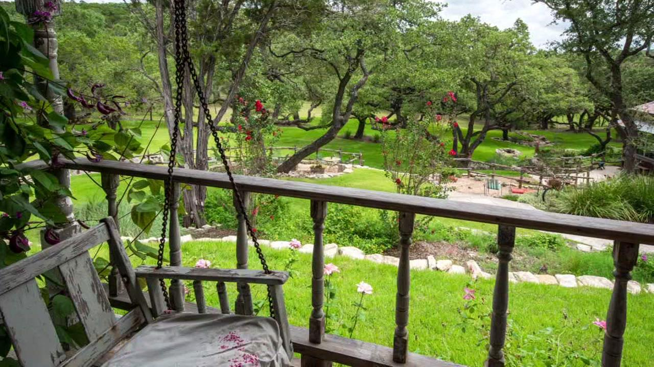 Beautfiul Hill Country ranch ( DMTX Realty)