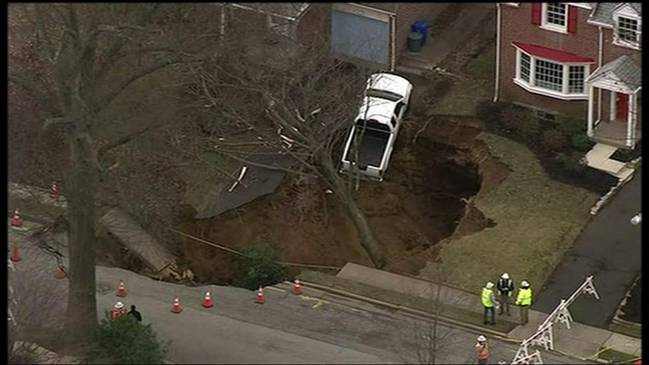Massive sinkhole opens between two homes in Pennsylvania