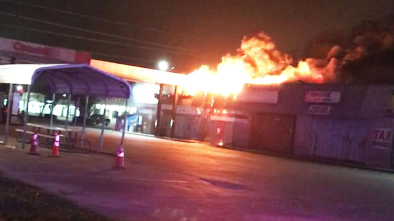 Convenience store fire in NW Harris Co
