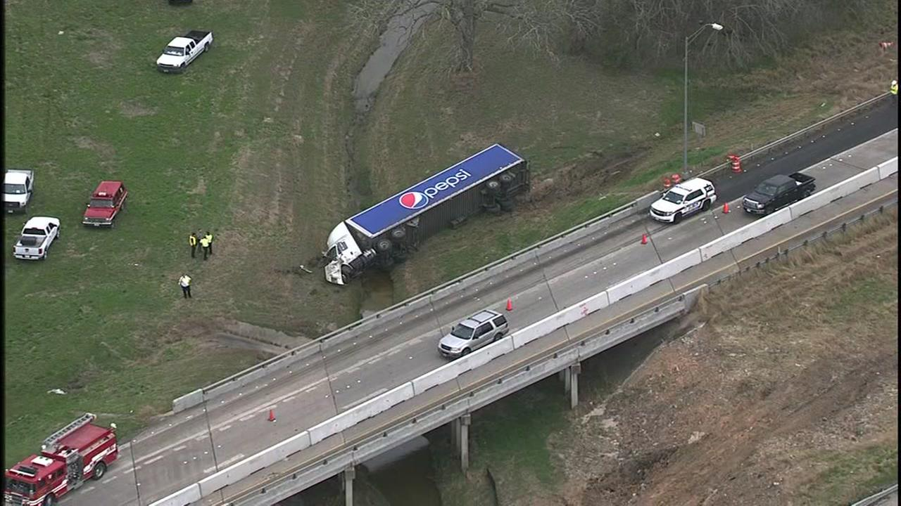 Pepsi truck crashes into Fort Bend County creek