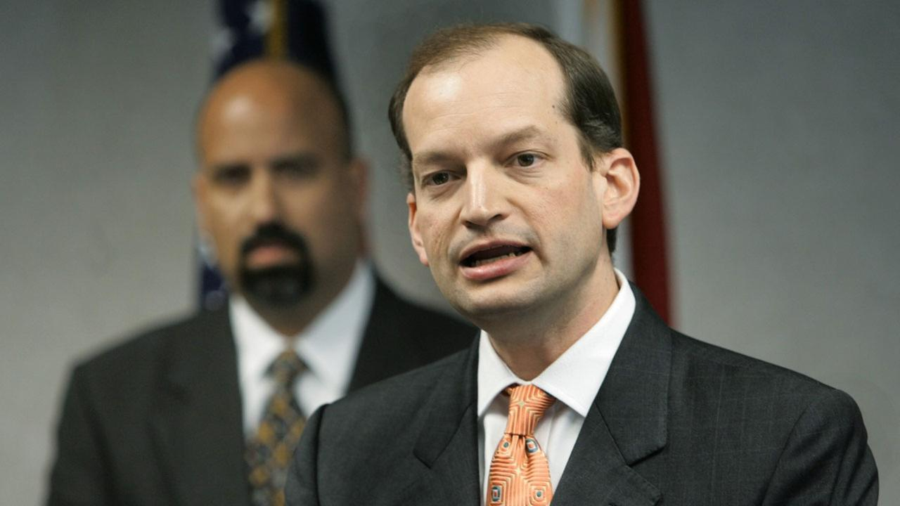 Then-U.S. Attorney R. Alexander Acosta, right, announces the extradition of reputed Israeli mob boss Zeev Rosenstein in 2006.