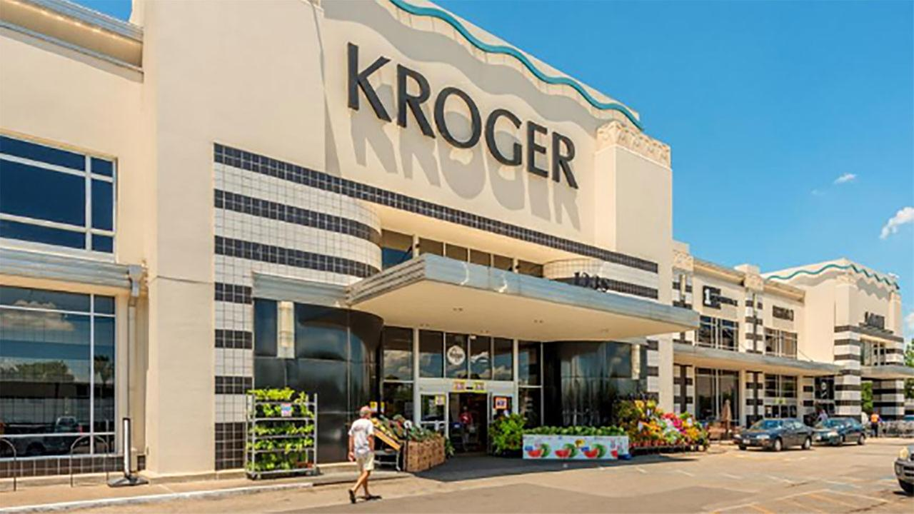 The Kroger at the River Oaks Shopping Center will be within walking distance of the new residential tower. Courtesy Weingarten via Houston Business Journal
