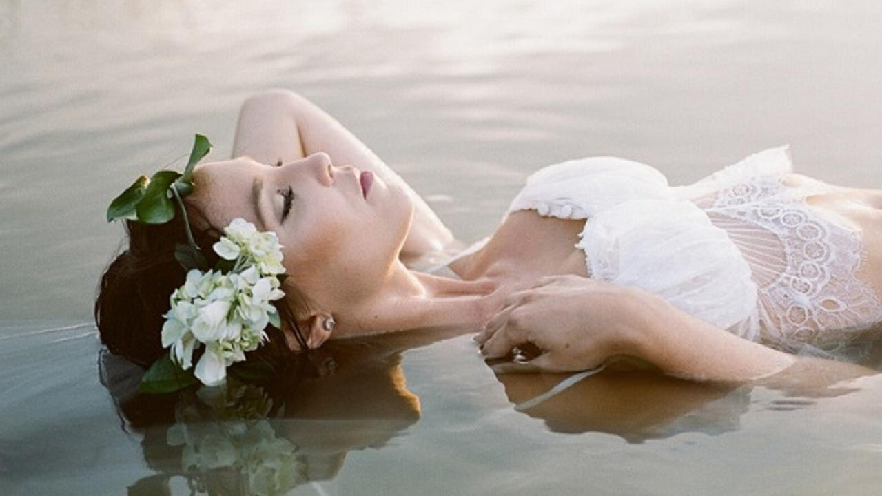 Boudoir bridal photos