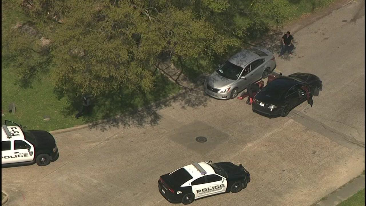 Police chase bank robbery suspects in north Houston