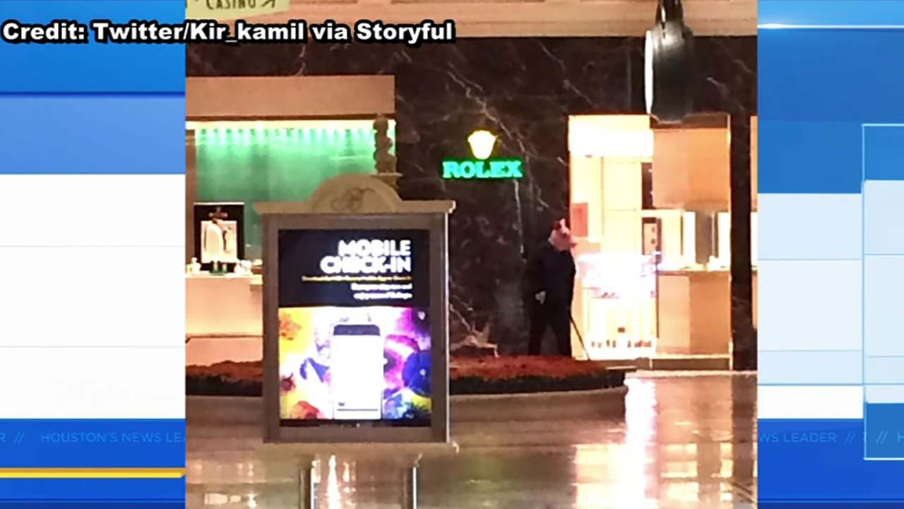 Gunman wore 'pig mask' in robbery at Bellagio hotel