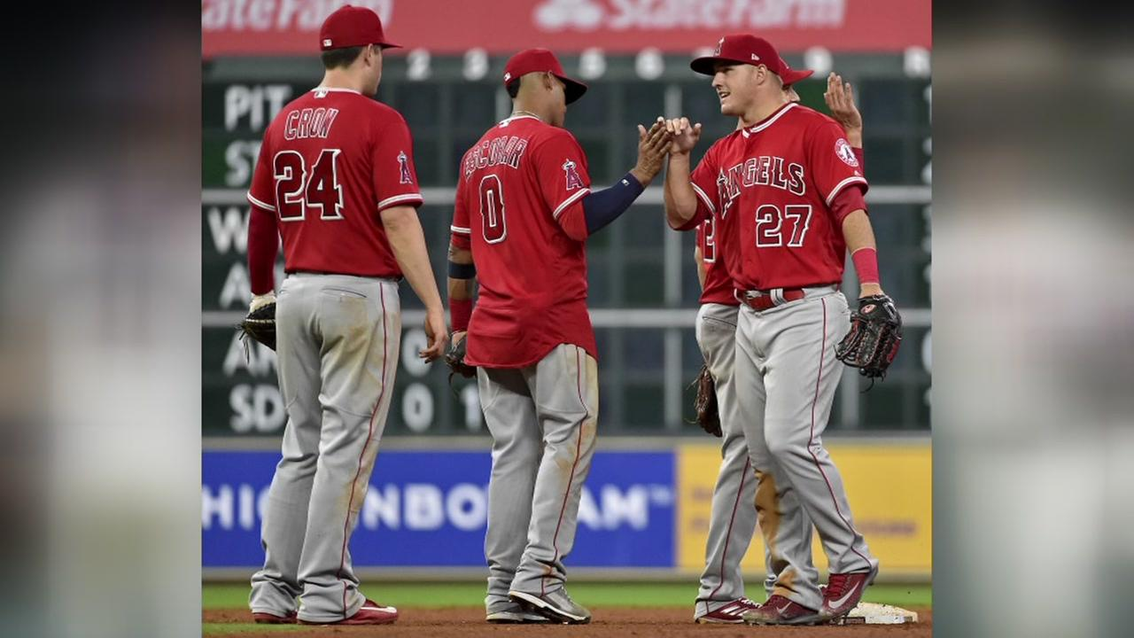 Three-run homer by Pujols helps Angels over Astros, 5-2