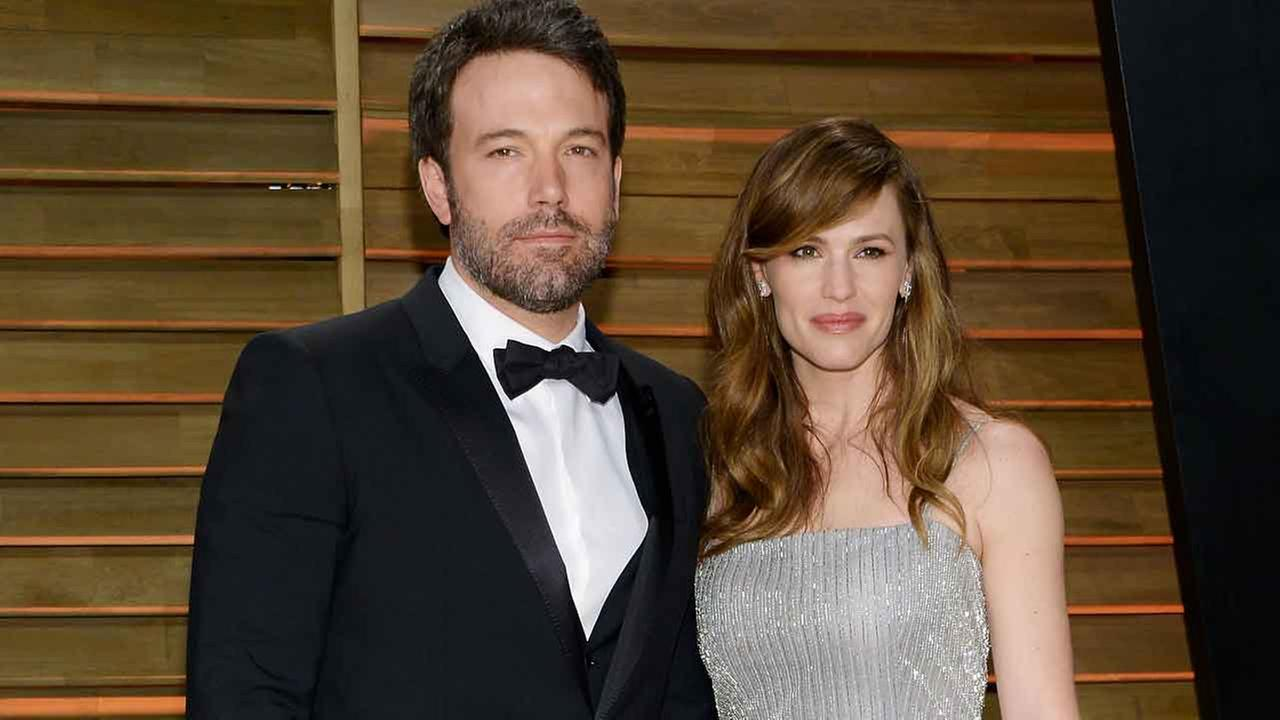 Ben Affleck and wife Jennifer Garner attends the 2014 Vanity Fair Oscar Party on Sunday, March 2, 2014, in West Hollywood, Calif. (Photo by Evan Agostini/Invision/AP)