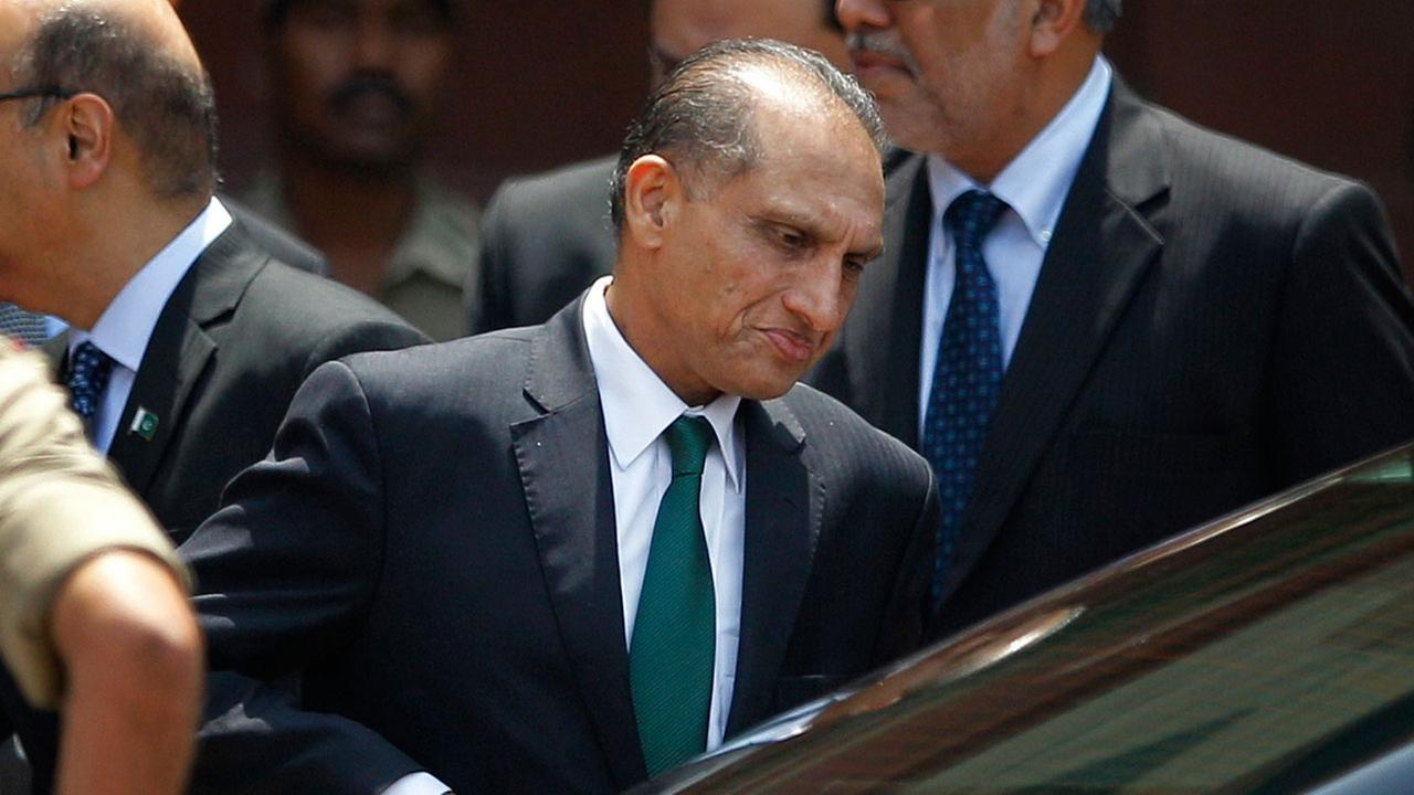 Pakistans foreign secretary Aizaz Ahmad Chaudhry leaves after meeting his Indian counterpart Subramanyam Jaishankar in New Delhi, India, Tuesday, April 26, 2016.