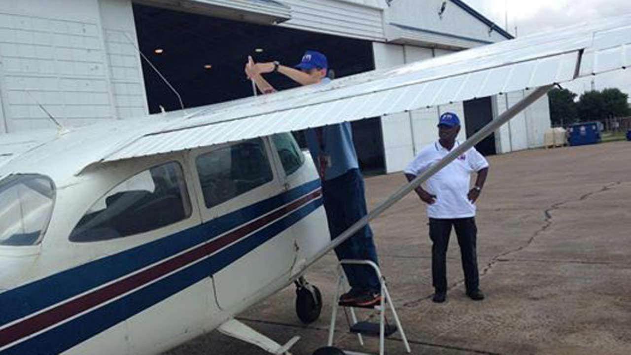 Young minority students learn to fly