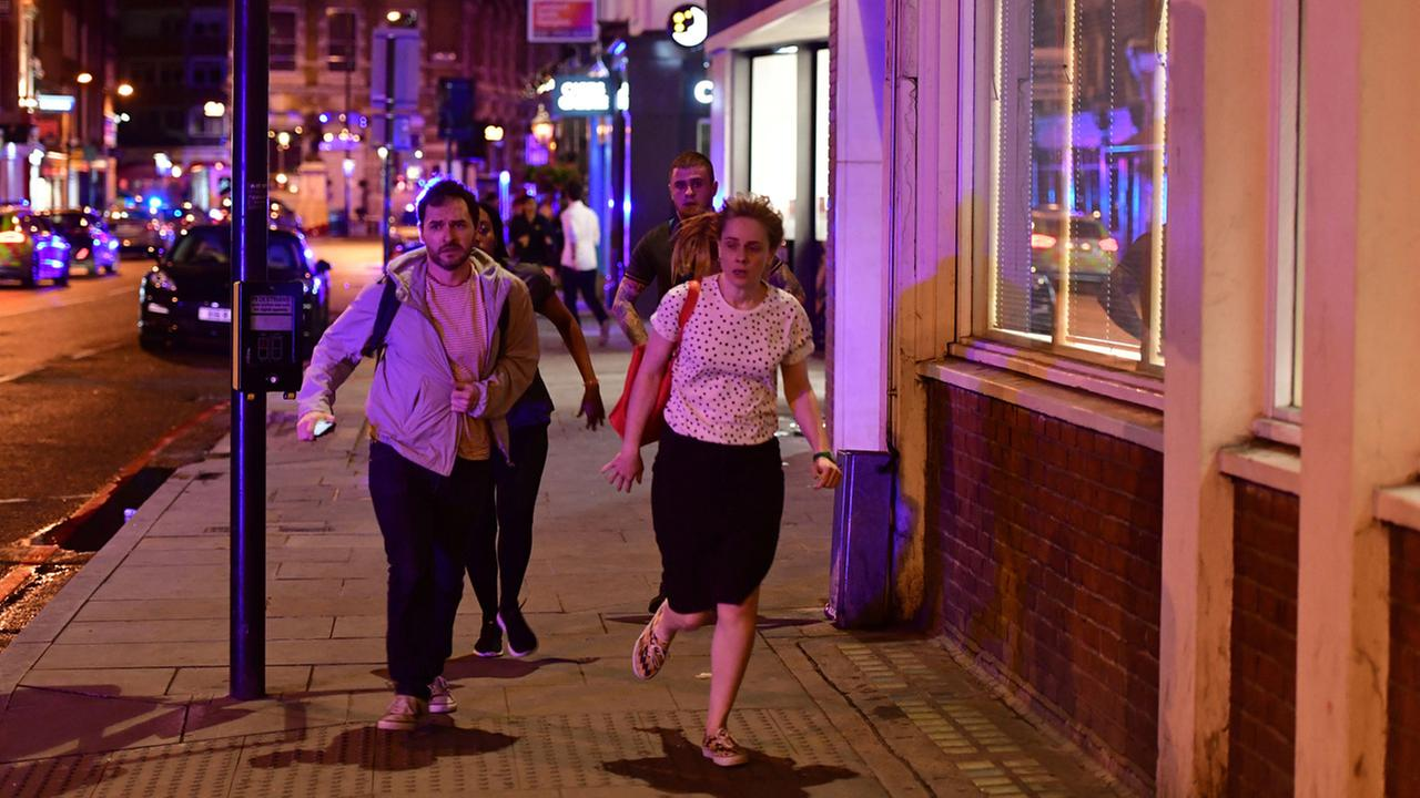 London Bridge: Police dealing with 'major incident'