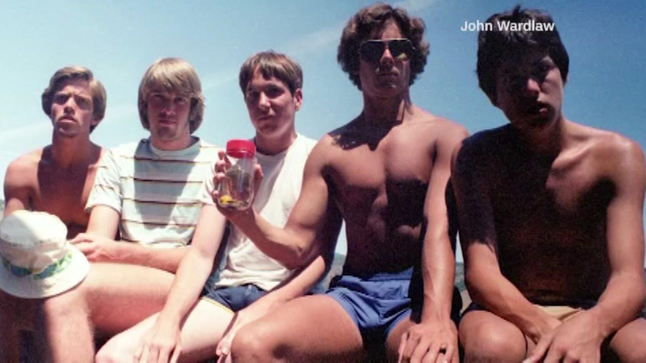 Five friends recreate vacation photo from 1982 every five years.