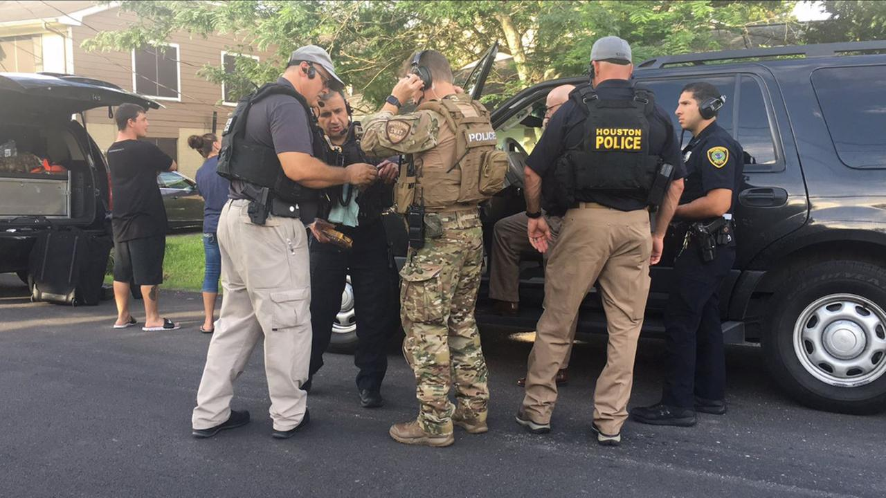 Houston Police Departments SWAT and hostage negotiation teams are responding to reports of a barricaded suspect near Hobby Airport.