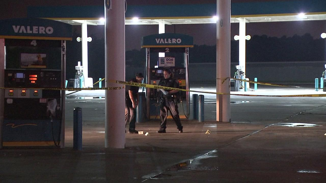 Store clerk shot in botched robbery attempt.