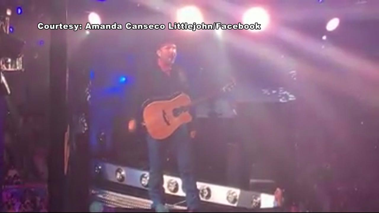 Garth Brooks offers to pay for honeymoon of newly engaged couple.