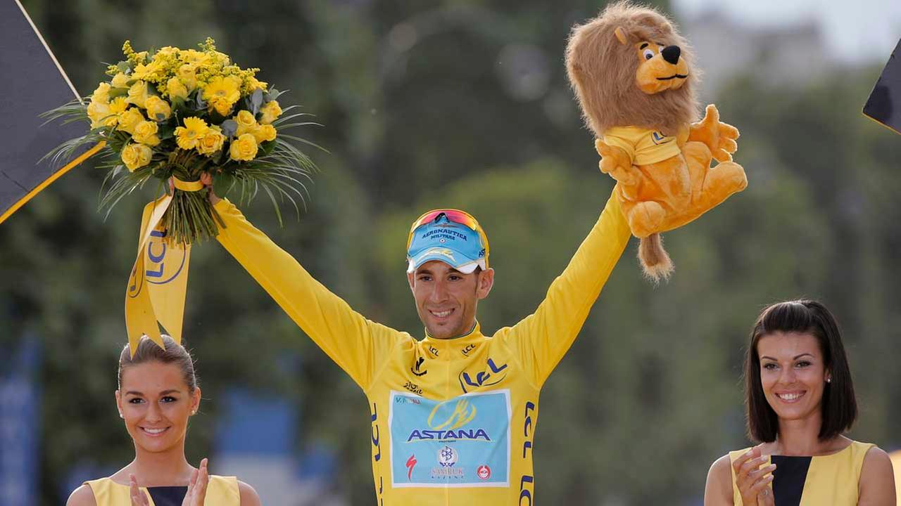 2014 Tour de France cycling race winner Italys Vincenzo Nibali, wearing the overall leaders yellow jersey, celebrates on the podium in Paris, France, Sunday, July 27, 2014