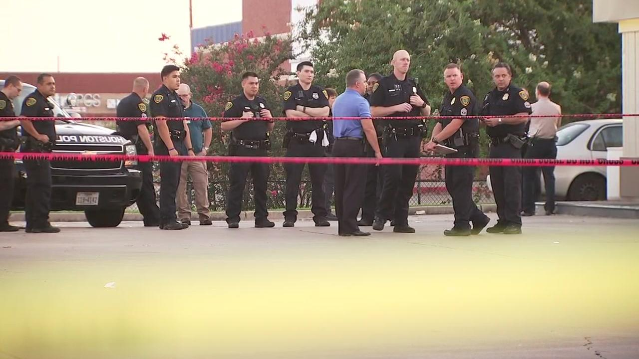 Officer shot in SW Houston