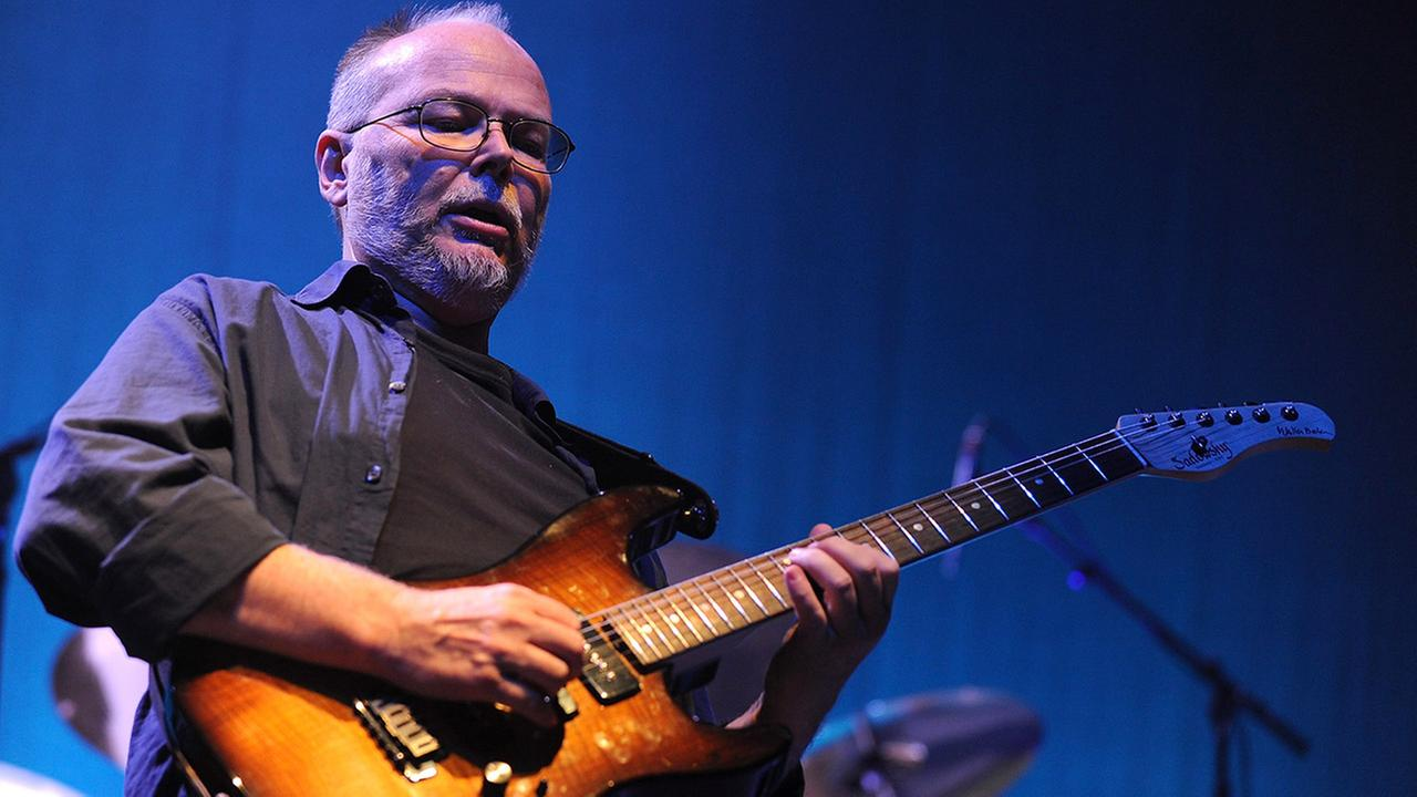 Guitarist Walter Becker of the band Steely Dan performs at the Samuel Waxman Cancer Research Foundation Benefit Concert on Thursday, Nov. 20, 2008 in New York.