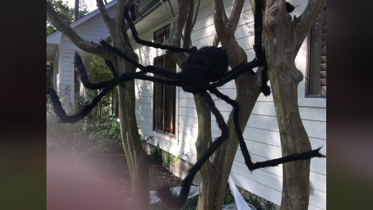 Houston area residents show off their spooky Halloween decorations. Share your photos by emailing us at news@abc13.com or use #ABC13Eyewitness.