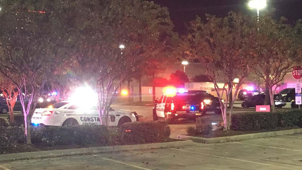 Mall shooting confirmed as false, smash-and-grab in jewelry store