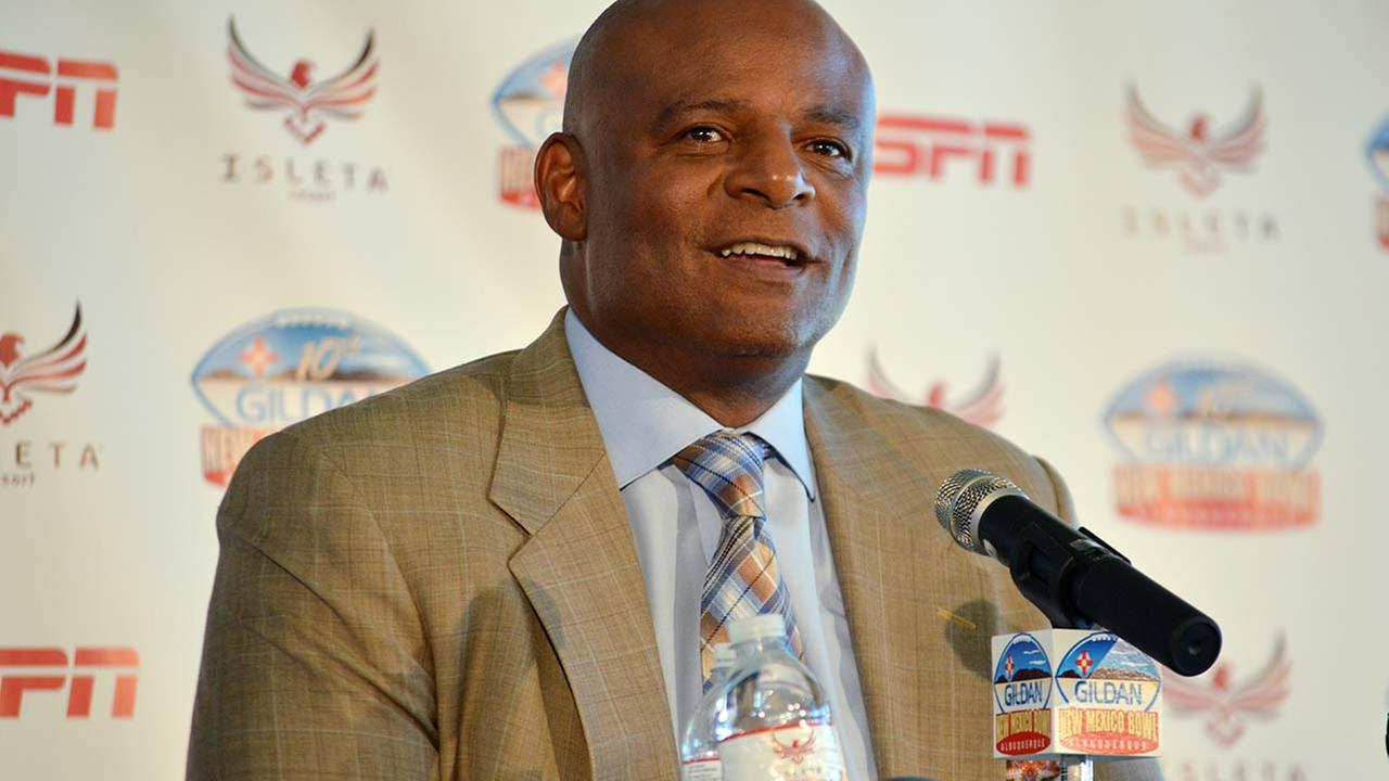 Former Eskimos star Warren Moon sued for sexual harassment
