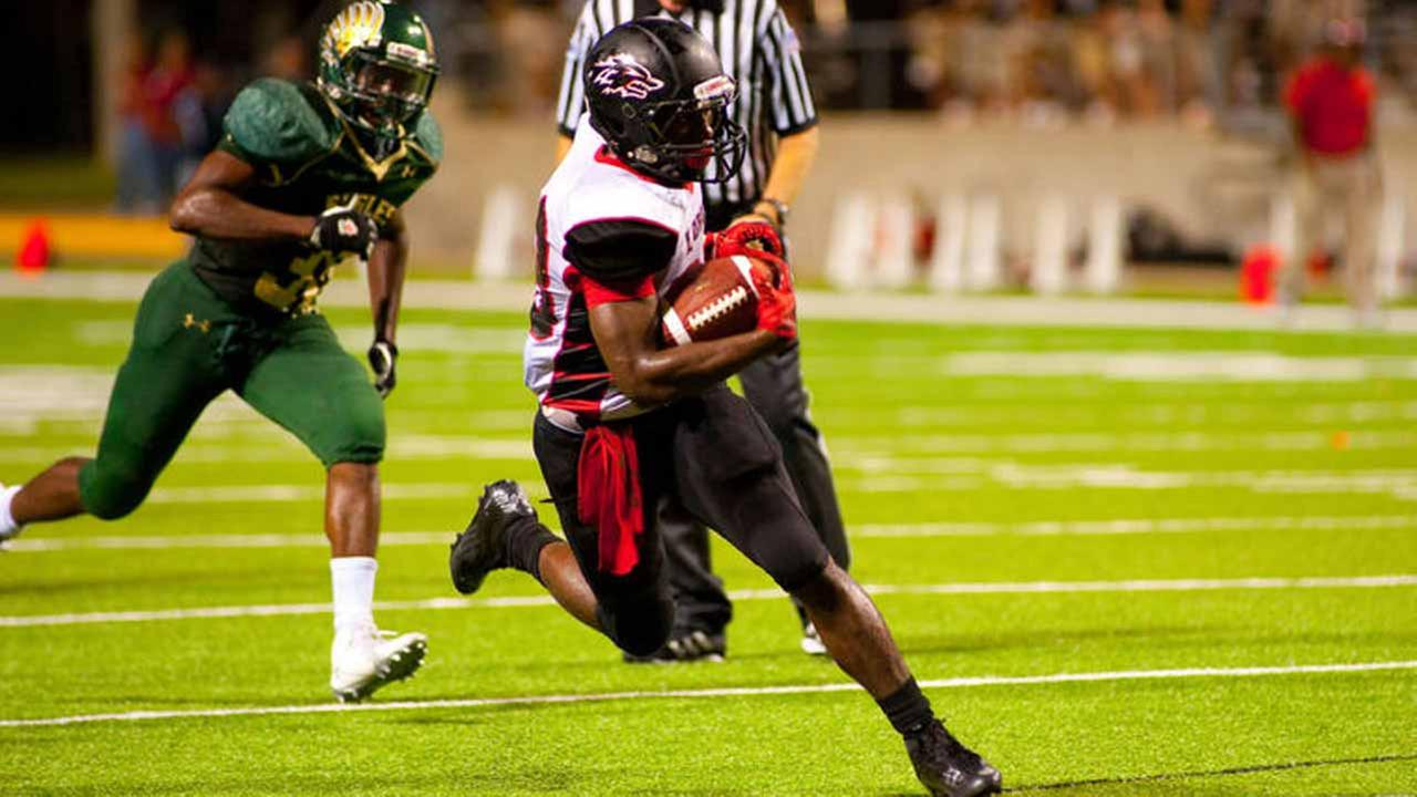 Langham Creek running back Toneil Carter outruns Cy Falls defenders in the two teams game Thursday at the Berry Center. The Lobos won, 43-39.