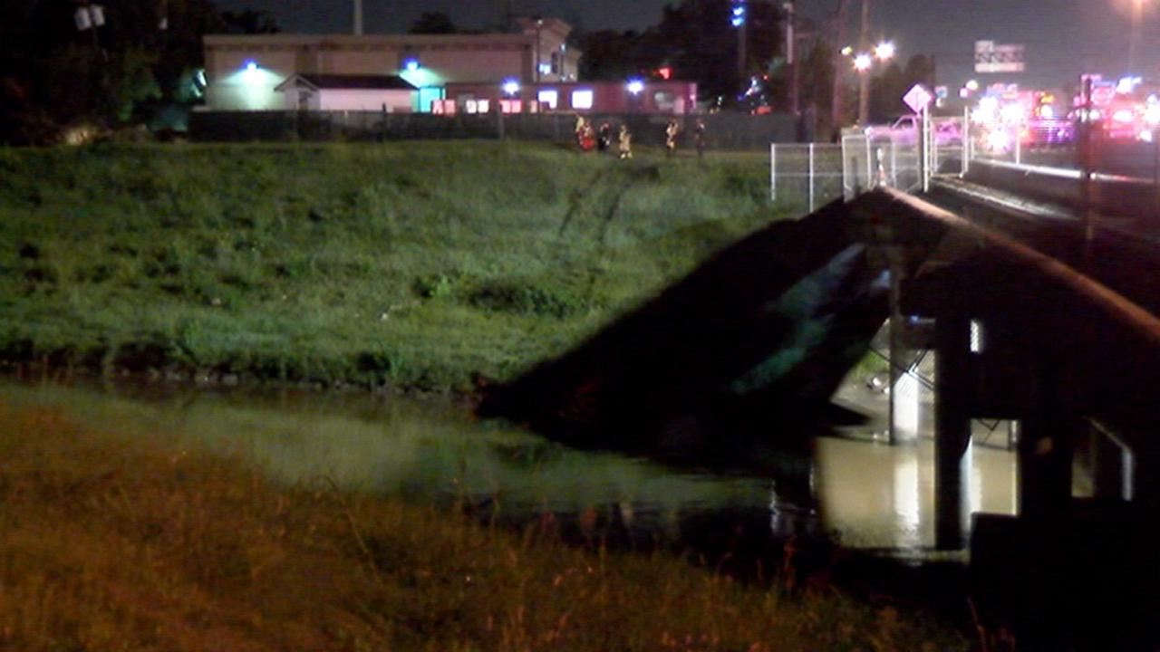 scene where car went into bayou